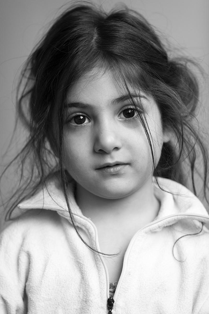 Elmaa, 5 jaar komt uit Syrie en woont sinds september 1015 in de noodopvang in Leiden