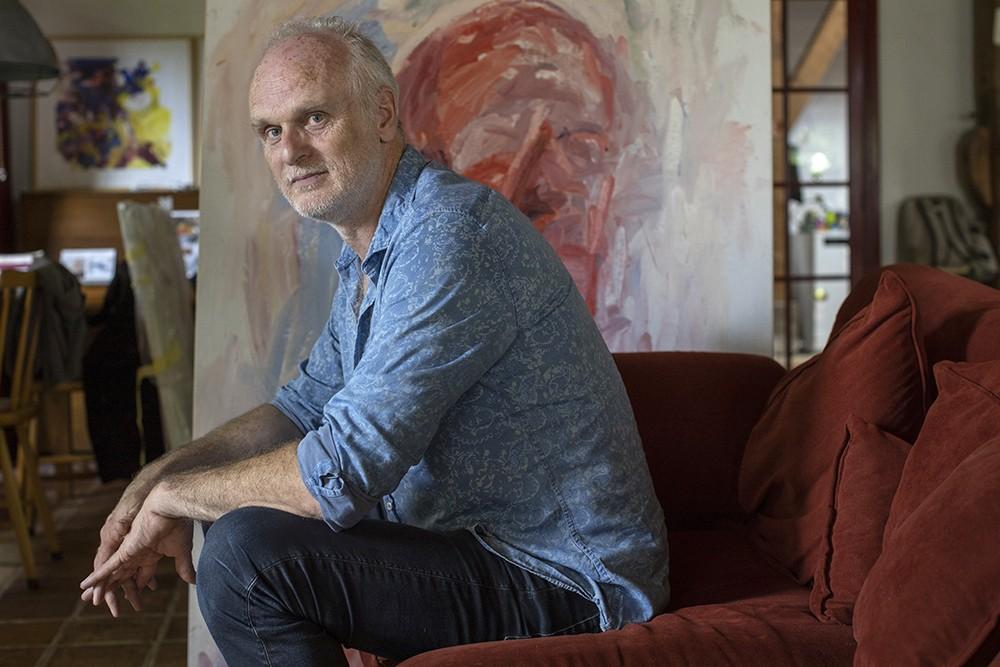 Lauran van Oers, beeldend kunstenaar in zijn atelier in Zoeterwoude